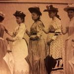 Fünf Frauen der Zeit; das Bild auf der rechten Seite war ein Teil der Bewegung